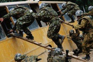 Спецназовцы потренировались в борьбе с терроризмом на случайных прохожих