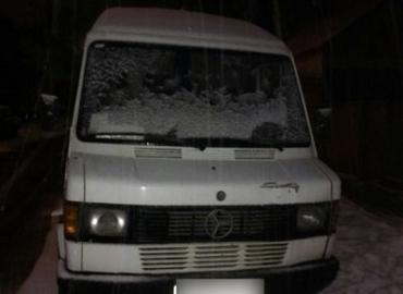 В Закарпатье полиция задержала микроавтобус с алкоголем без документов
