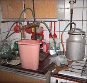 Самогонка по-свалявски: разбавить спирт с водой и продавать по 15 грн