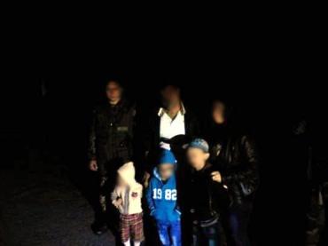 Супруги из Ирака ночью пытались перейти границу Закарпатья с детьми