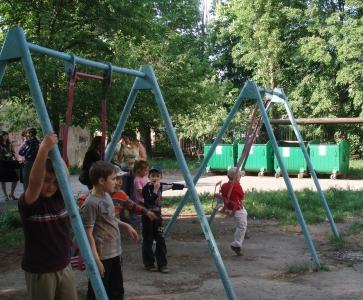 Власть хочет обустроить мусоросвалку около детской площадки