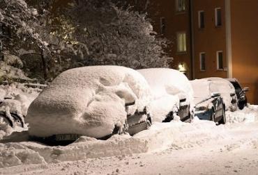 На юге и востоке Чехии из-за снега перекрыты дороги, дома – без электричества