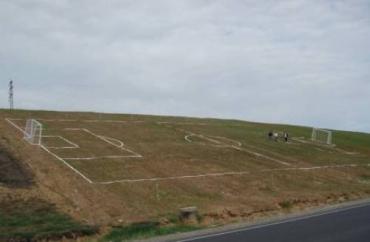 Футбольная площадка на трассе символизирует Евро-2012