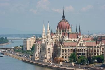 В Венгрии - учеба, честность и добросовестный труд уже не могут быть истинными ценностями