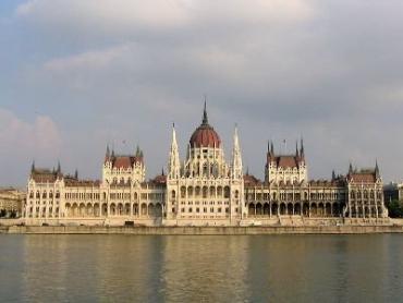 В Венгрии средняя зарплата - 200 тысяч форинтов