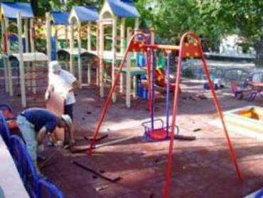 Подростки уничтожают имущество в Ужгороде