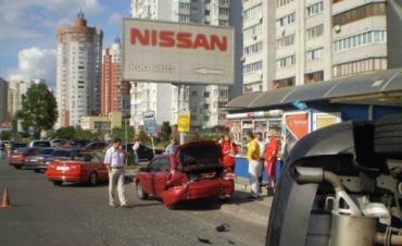 ДТП в Киеве: при столкновении трех машин перевернулась Mazda