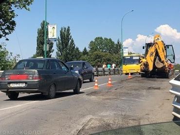 На транспортном мосту в Ужгороде проводят ремонт