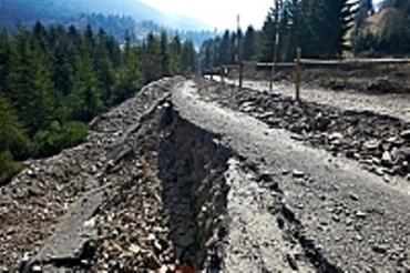 Часть дороги на Синевирский перевал сползала в пропасть