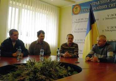 Чешские спасатели привезли для закарпатцев боевую одежду