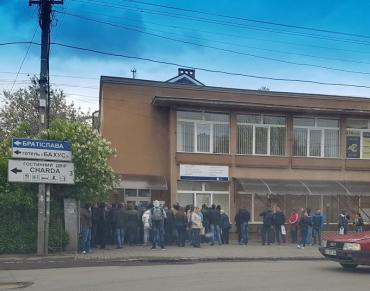В Ужгороде растут очереди в визовые центры
