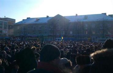 В Ровно народ сначала пикетировал офис ПР, а затем осадил ОГА