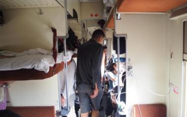 Свинарник у вагонах Укрзалізниці нажахав пасажирів