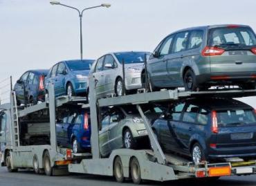 Ажиотаж среди автолюбителей резко поднял цены на иномарки