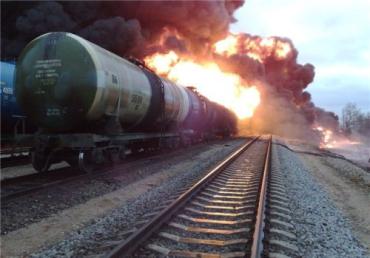 Во Львовской области загорелись три цистерны с горючим