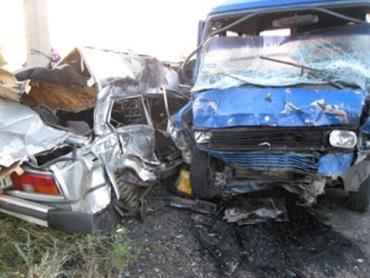 В Луганской области ВАЗ протаранил микроавтобус MERCEDES