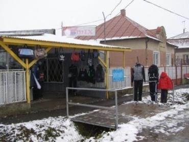 Словаки ежедневно приезжают за покупками в Малые Селменцы
