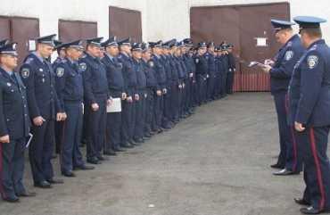 Хустские милиционеры уже переоделась в летнюю форму