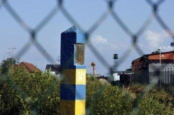 Закарпатские таможенники изъяли на границе холодное оружие и медпрепараты