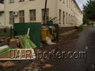 Мешканці Ужгорода живуть в смітнику, в злиднях завдяки меру