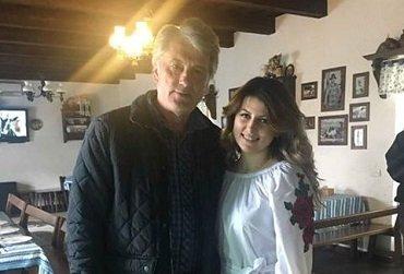 Ющенко на Закарпатье с симпатичной девушкой