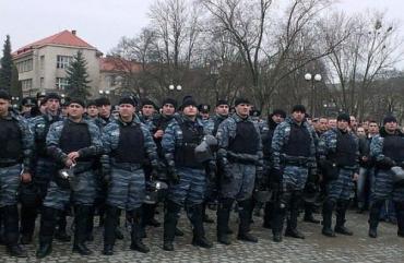 Генерал милиции выстроил весь личный состав перед народом