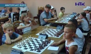 В Закарпатье играли в шахматы и новички и гроссмейстеры