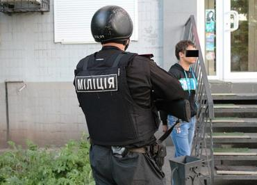 Молодой житель Ужгорода устроил в помещении ночного магазина дебош...
