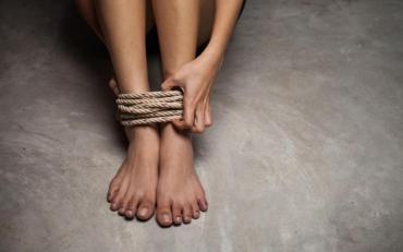 В Києві звільнили жінку, яку родина 16 років утримувала в рабстві на дачі