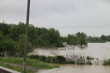 На Закарпатті підтопило сільгоспугіддя та житлові будинки