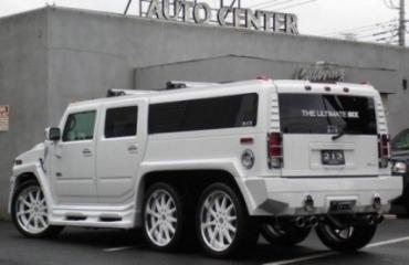 Цена джипа и лимузина Hummer H2 всего около 210 000 долларов