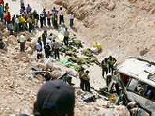 В Перу с обрыва упал автобус