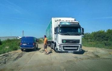 На Пряшевской объездной в Мукачево застряла фура