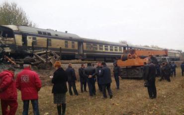 Локомотив поїзда протаранив вантажівку