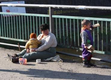 В Ужгороді горе-батьків відтепер позбавлятимуть опіки