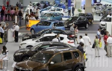 Продажи новых авто за 15 лет по всей стране упали до самого минимума