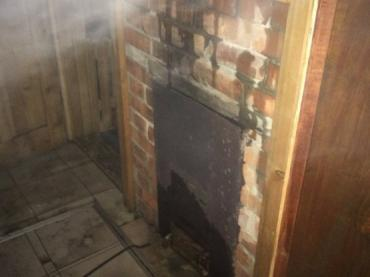 В Сваляве пожарные спасли баню с людьми от полного уничтожения