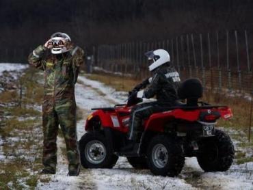 Троих нелегалов остановили за 500 м до границы со Словакией