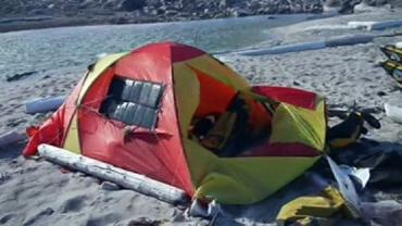 Турист из Чехии Якуб Мовавец спал в палатке, когда на него напал зверь