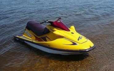 Дитина під час купання потрапила під водний мотоцикл