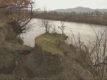 В закарпатском селе Белая Церковь разрушается берег реки