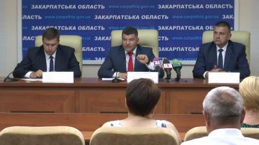 У центрі - голова Державної служби України з безпеки на транспорті Михайло Ноняк