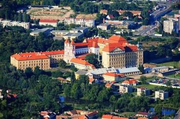Арабские шейхи покупают Лоуцкий монастырь
