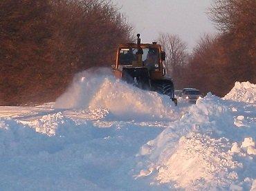 Бойцы 128-й бригады помогают убирать снег на Закарпатье