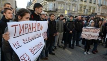 """Во Львове поддержали Оксану Макар акцией """"Осторожно - мажоры"""""""
