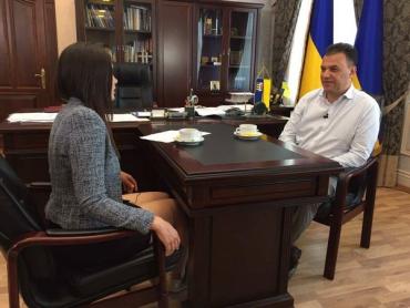 """Голова Закарпатської облради Михайло Рівіс дає інтерв'ю """"Першому кабельному""""."""