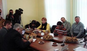 В Ужгороді на прес-конференції був справжній бенкет