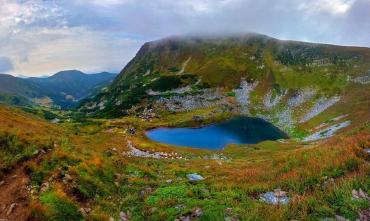 Озеро Бребенескул — туристичний об'єкт Чорногірського хребта