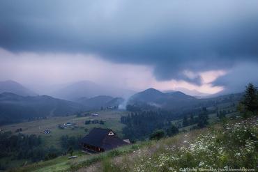 Закарпатський гідрометцентр попереджає про грози з градом!