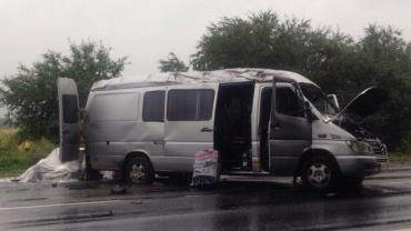 """На трасі """"Київ-Чоп"""" зіткнулися ВАЗ 2108 та мікроавтобус Mercedes."""
